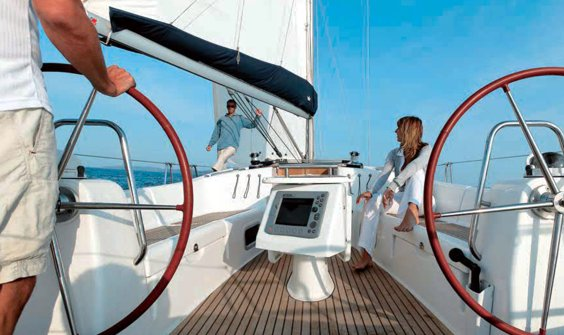 The Beneteau Oceanis 43 is equipped with twin wheels and a generous cockpit ...