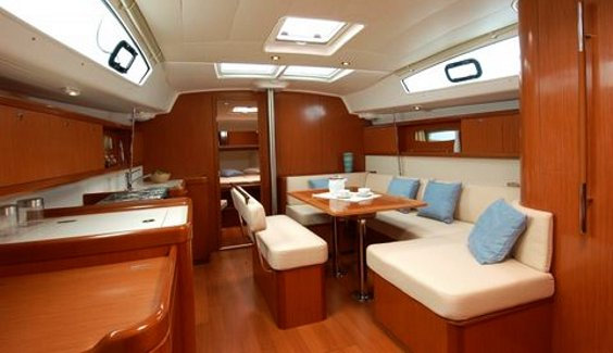 The spacious Beneteau Oceanis 43 main cabin.