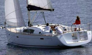 A Benetaeu Oceanis 43 underway. Image courtesey & with permission of Beneteau S.A.