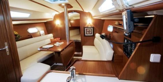 The Jeanneau Sun Odyssey 32i main cabin. Image courtesey & with permission of Chantiers Jeanneau S.A.