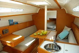 The Jeanneau Sun Odyssey 33i main cabin. Image courtesey & with permission of Chantiers Jeanneau S.A.