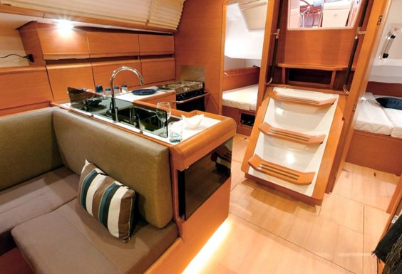 The Jeanneau Sun Odyssey 439 main cabin. Image courtesey & with permission of Chantiers Jeanneau S.A.