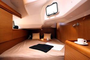 The Sun Odyssey 44i rear starboard cabin. Image courtesey & with permission of Chantiers Jeanneau S.A.