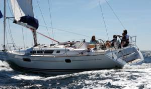 The Sun Odyssey 44i underway. Image courtesey & with permission of Chantiers Jeanneau S.A.
