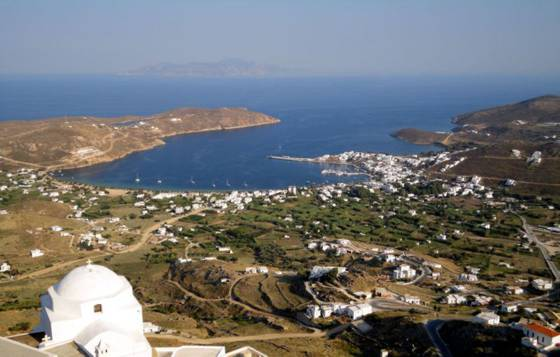 Sailing holiday locations in Greece: Looking down from the chora at Livádhi and Órmos Livádhiou. Nísos Sérifos