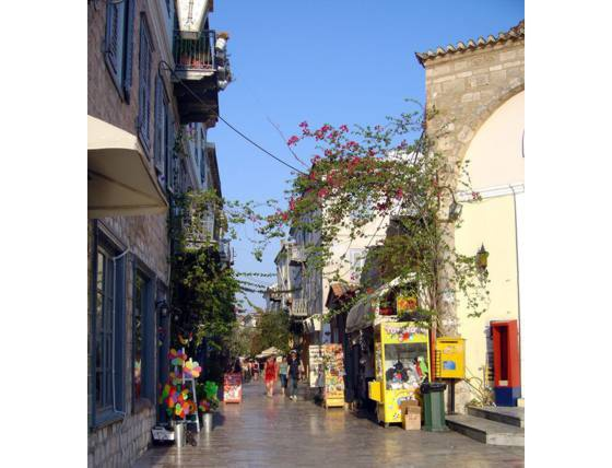 Sailing holiday locations in Greece: Navplíon is full is small streets filled with shops and resturants