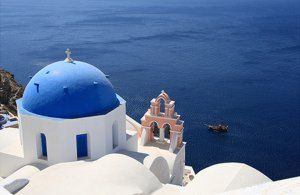 The picturesque island of Santorini (Thíra) in the Greek Cyclades islands